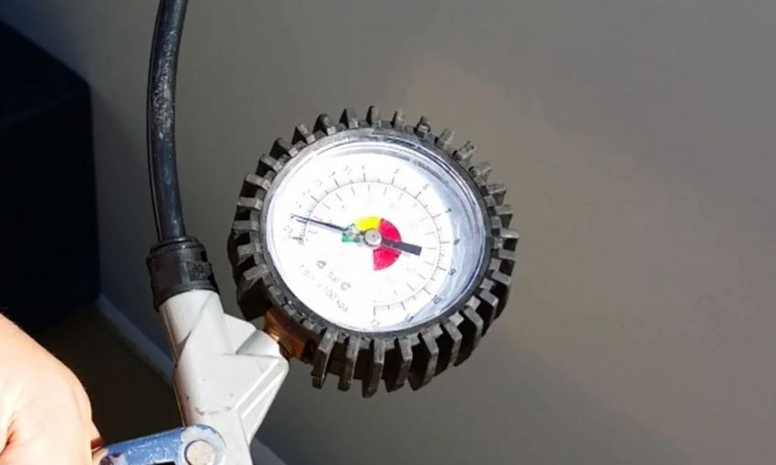 Prova In pressione tubi della Piscina