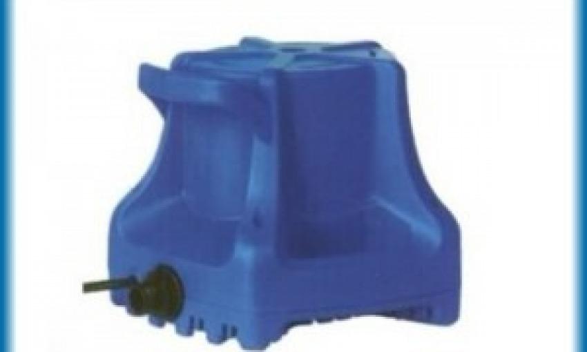 Pompa per rimuovere l'acqua dai teli invernali