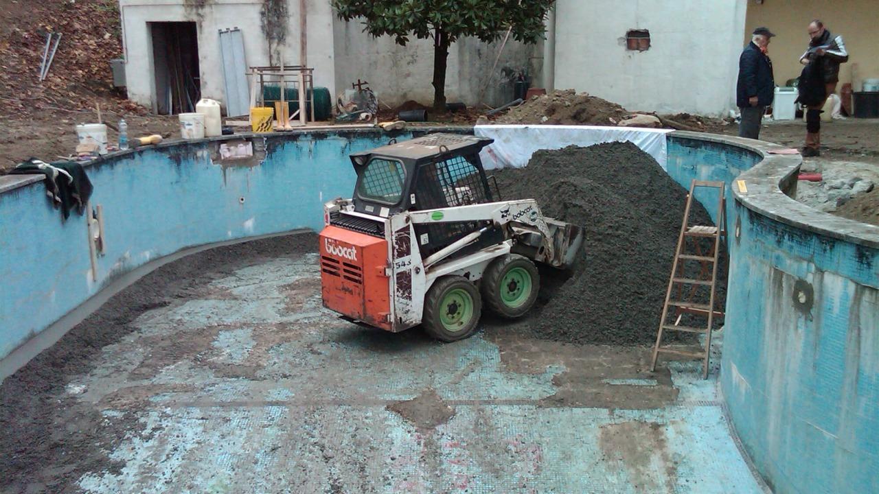 lavori di ristrutturazione di una piscina
