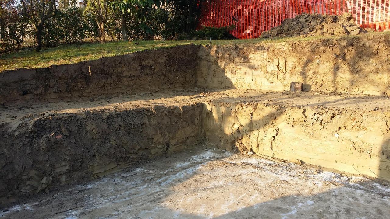scavo per costruzione di una piscina