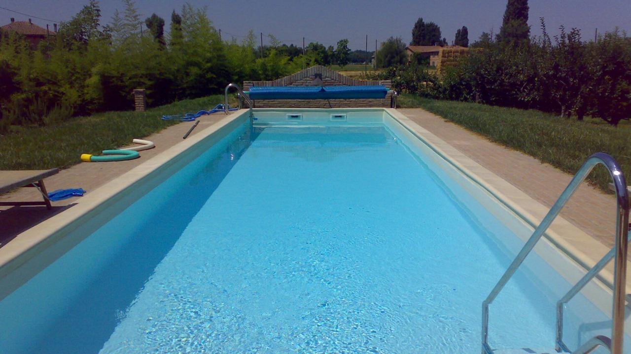 piscina rettangolare grande