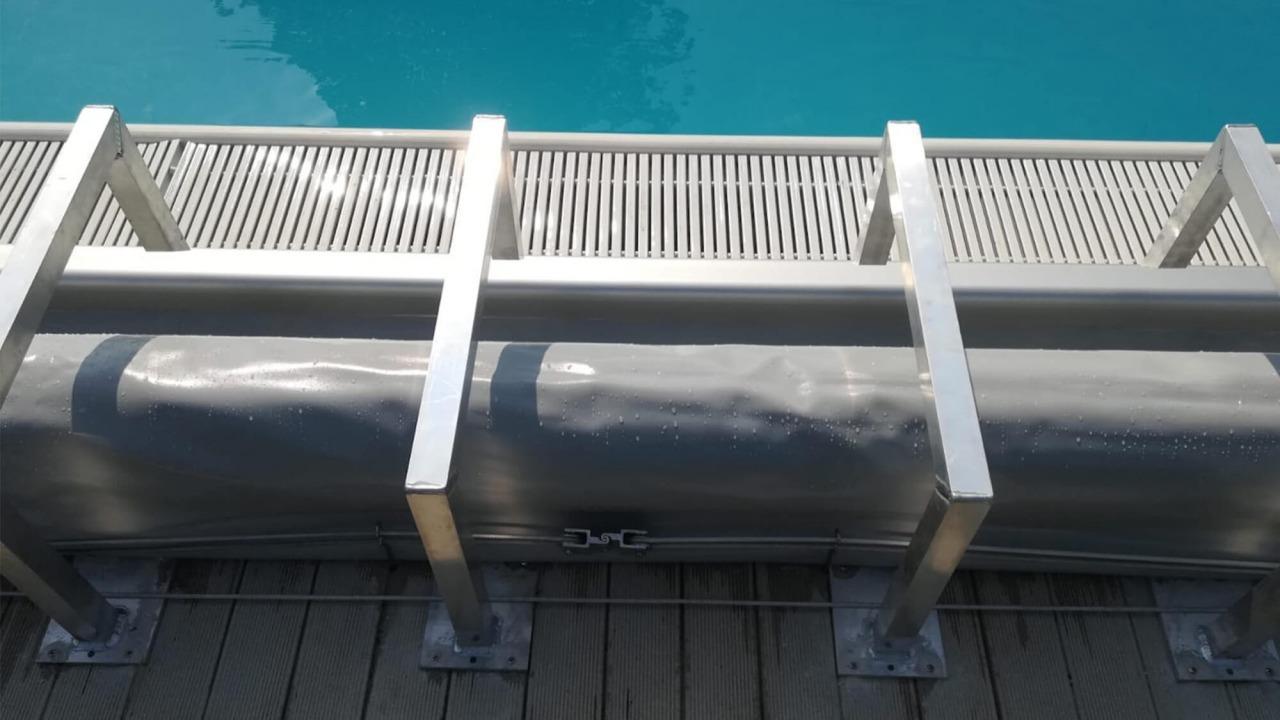 staffe in aluminio a bordo piscina