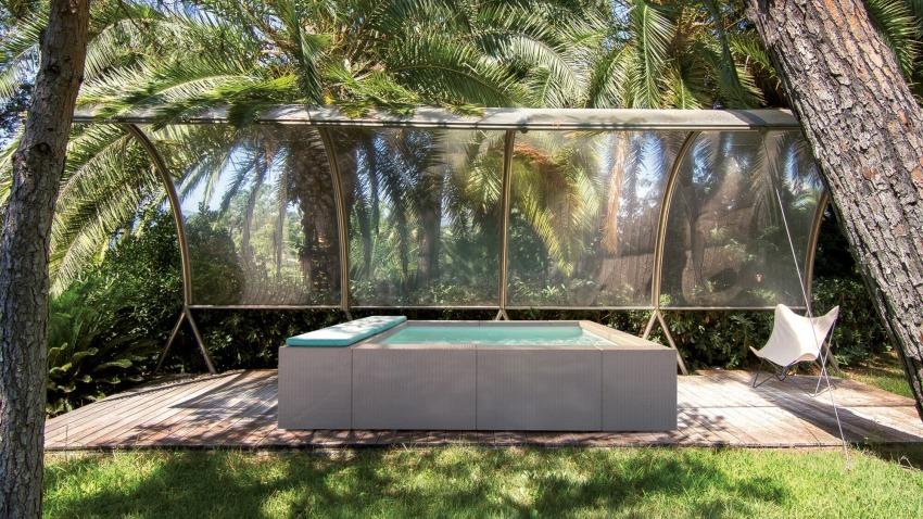 piscina laghetto playa sotto le palme