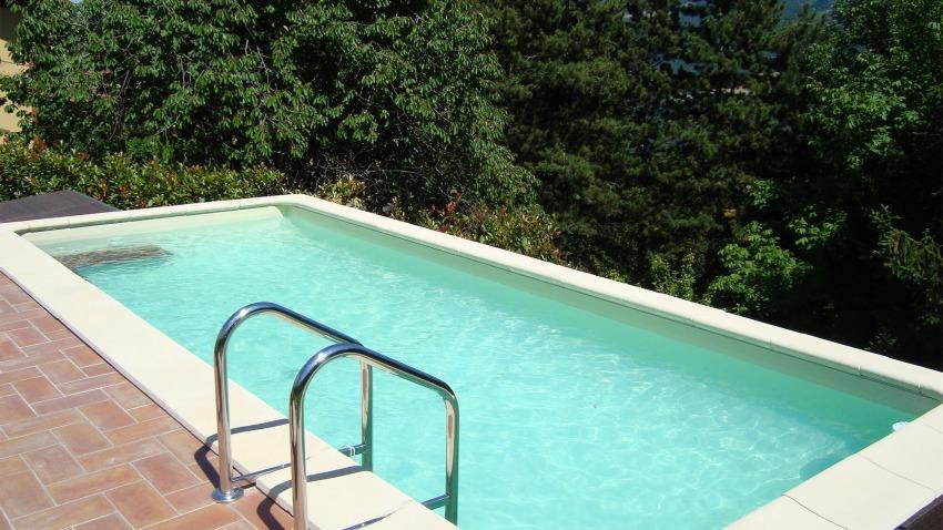 piscina fuori da terra rettangolare