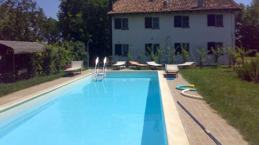 piscina in cortile