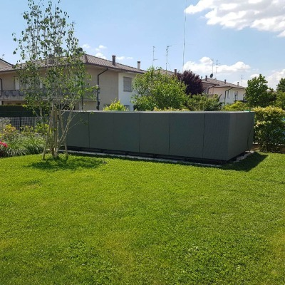 piscina fuori da terra in giardino