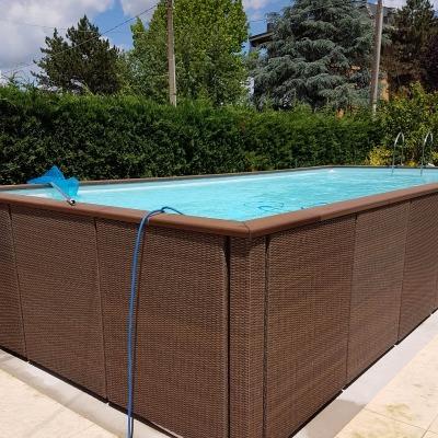piscina fuori da terra con finitura in fibra marrone